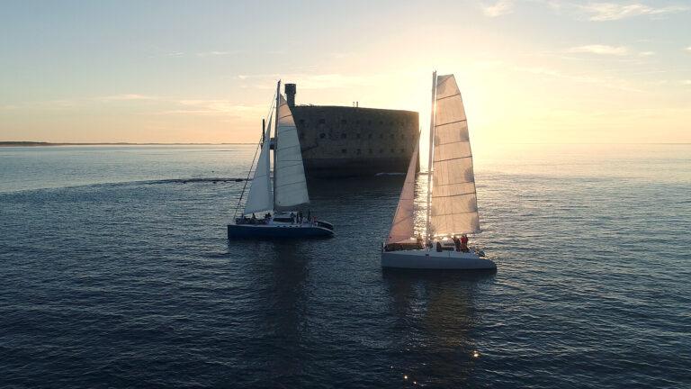 Catamarans Tepee & Zen au coucher du soleil devant le Fort Boyard
